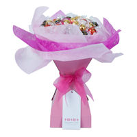 Lady in Waiting Chocolate Bouquet - Pale Pink - Large